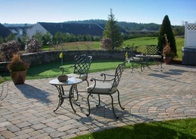 250_SqFt_Putting_Green_with_sitting_wall_and_patio
