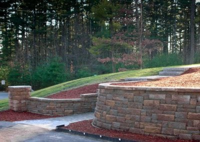 Highland_Stone_retaining_wall_with_pillar-1