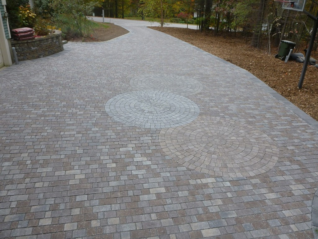 On This 4000 Sqft Permeable Paver Driveway In Londonderry Nh Genest Tidewater 80mm Pavers Were Used As The Main Body Of With Belgard